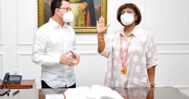 Gobernador posesiona a primera secretaria de la Mujer en el Magdalena