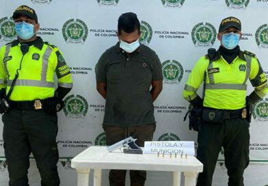 <strong>En la Troncal del Caribe: La Policía lo sorprendió con arma de fuego</strong>